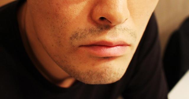 男性のヒゲ、髭