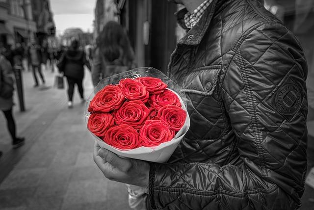 バラの花と男性